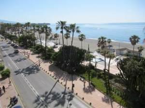 Paseo marítimo de Estepona, turismo de playa (Foto Excom)